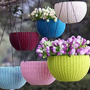 Hanging basket with metal chain